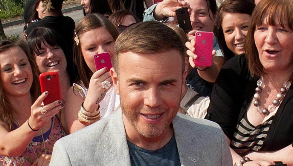 FÅR STØTTE AV FANSEN:  - Jeg er overveldet, sier Gary Barlow om støtten fra fansen gjennom sin tunge tid. Her er han på til en sending av den britiske utgaven av «X Factor», som han tidligere har vært dommer i. Foto: All Over Press