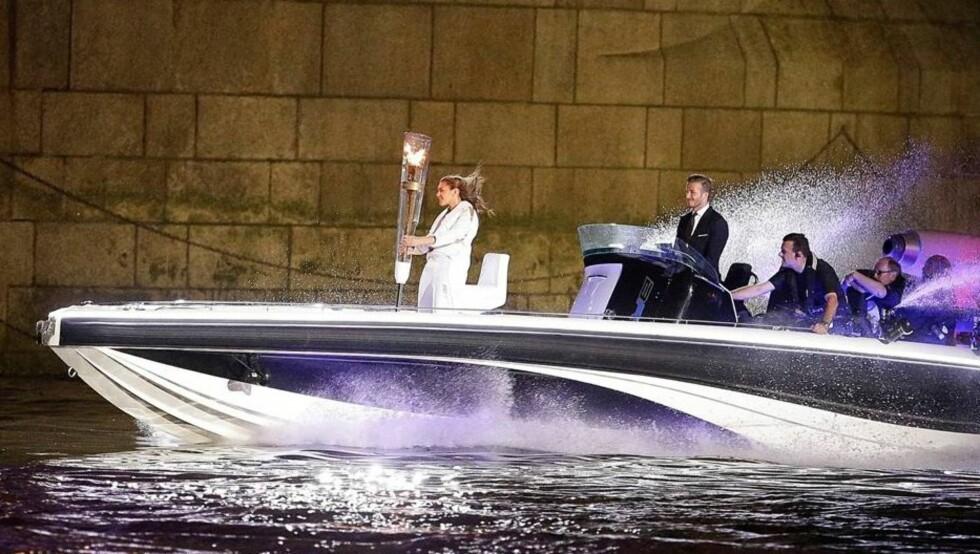 ANKOM I BOND-STIL: David Beckham fikk mye skryt for sin båttur i James Bond-stil under åpningsseremonien til årets sommer-OL i London.  Foto: All Over Press