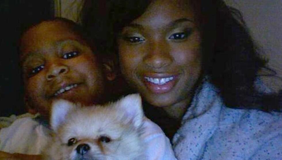 BLE DREPT SYV ÅR GAMMEL: Jennifer sammen med nevøen Julian. Han ble skutt og drept i en alder av syv år. Foto: All Over Press