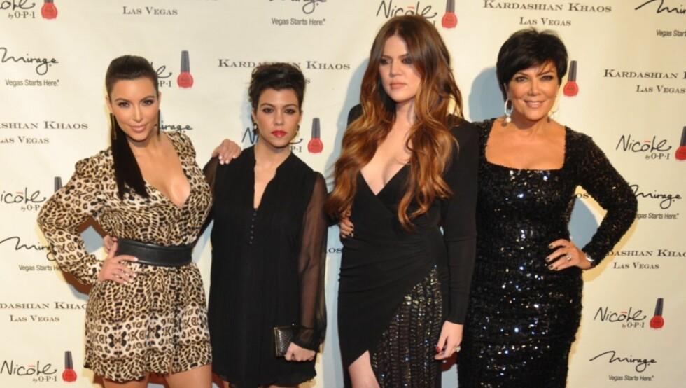 BERØMT FAMILIE: Kris Jenner (t.h) har gjort alt hun kan for å gjøre døtrene Kim, Kourtney og Khloé berømte.  Foto: All Over Press