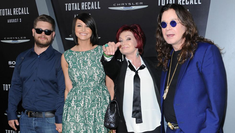 LYKKELIGERE NÅ: Jack med forloveden Lisa Stelly, og hans foreldre Sharong og Ozzy Osbourne på premieren av «Total Recall». Foto: Fame Flynet