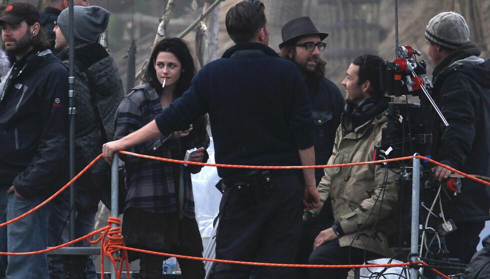SKAMMER SEG: Kristen Stewart  på settet til «Snow White and the Huntsman». Hun er angivelig så flau at hun ikke vil vise seg på premieren av sin nyeste film. Foto: Stella Pictures