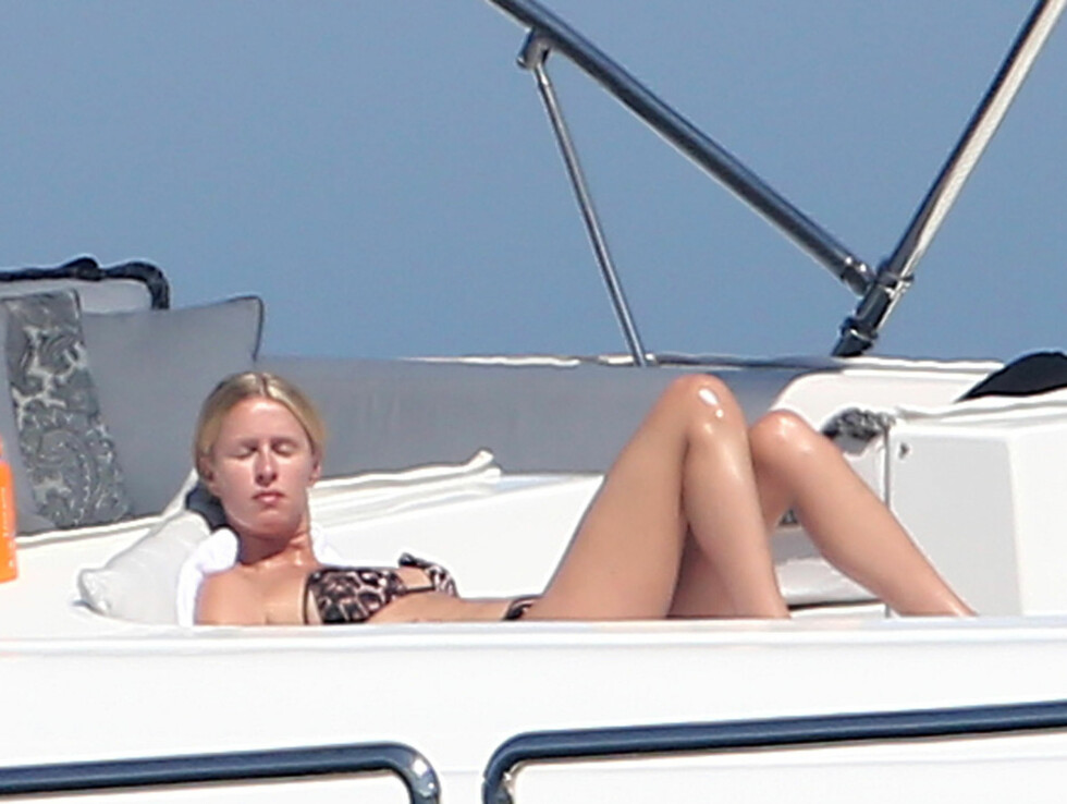 LATE DAGER: Søstrene er for tiden på ferie med venner i St. Tropez. Foto: Stella Pictures