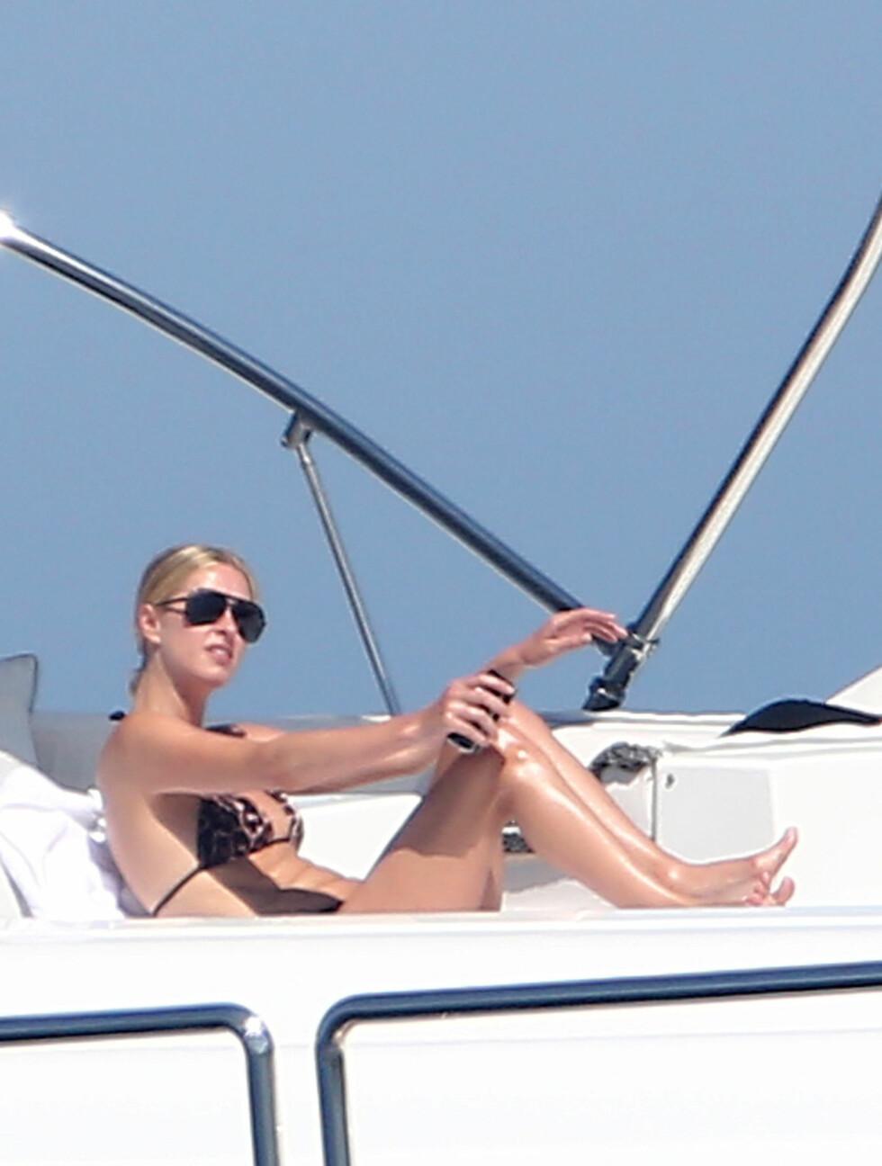 VISTE KROPPEN: Nicky Hilton. Foto: Stella Pictures
