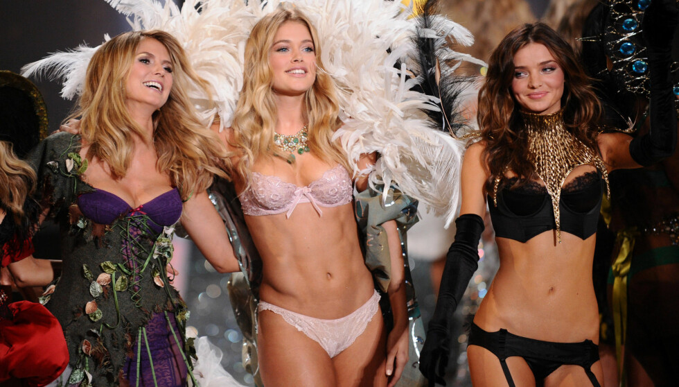 SUPER-SKJØNNHETER: Toppmodeller som Heidi Klum (t.v), Doutzen Kroes og Miranda Kerr (t.h) følges av et stort publikum, både ved scenen og TV-skjermene, under «Victoria's Secret»-showene. De må jobbe hardt for å opprettholde sine innbringende modell Foto: Stella Pictures