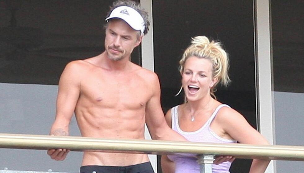 LITE ELLER STORT?: Mens Jason Trawick ønsker et stort bryllup, vet ikke Britney om hun vil tone det hele kraftig ned, og arrangere en intim seremoni. Foto: All Over Press