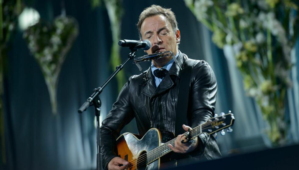 DELTE SORGEN MED OSLO: Bruce Springsteen spilte på minnestunden for terroraksjonen den 22. juli, på Rådhusplassen i Oslo sist søndag.  Foto: Fame Flynet
