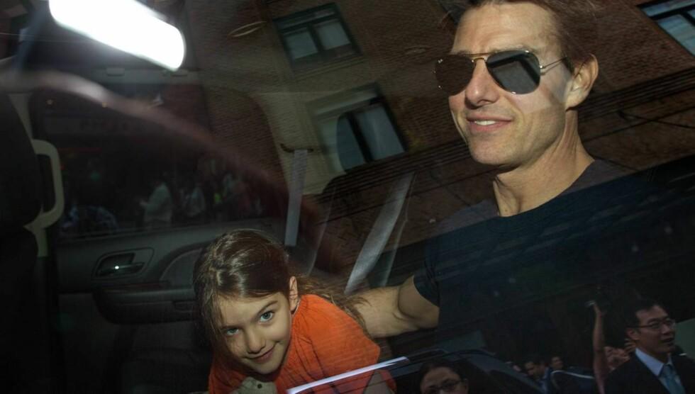 GJENFORENT: Tirsdag så Tom Cruise datteren Suri for første gang på tre uker. Tidligere denne måneden feiret han 50-årsdagen sin alene på Island.  Foto: All Over Press
