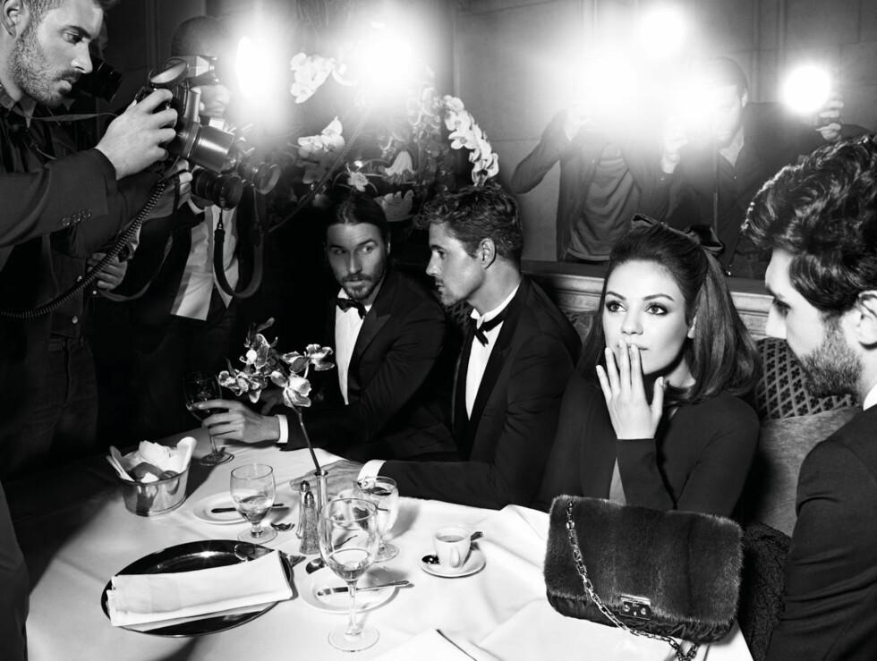 OMSVERMET: I Christian Diors nye veskekampanje forestiller Mila Kunis en omsvermet stjerne - en situasjon skuespilleren også opplever utenfor fotostudioet.  Foto: Stella Pictures
