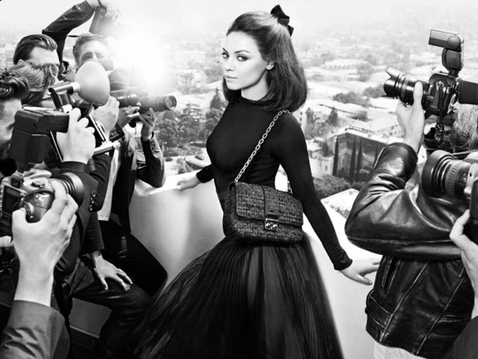 POPULÆR: Privat dater Mila Kunis for tiden Demi Moores eksmann Ashton Kutcher. I Diors nye kampanje ser både hun og veskene fra årets høst-/vinterkolleksjon temmelig attråverdige ut. Foto: STELLA PICTURES