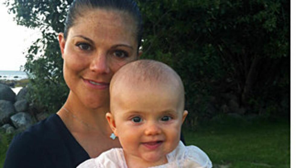 SOLSTRÅLE: Lille Estelle har rukket å bli fem måneder gammel. Foto: Kongehusets Facebooksider