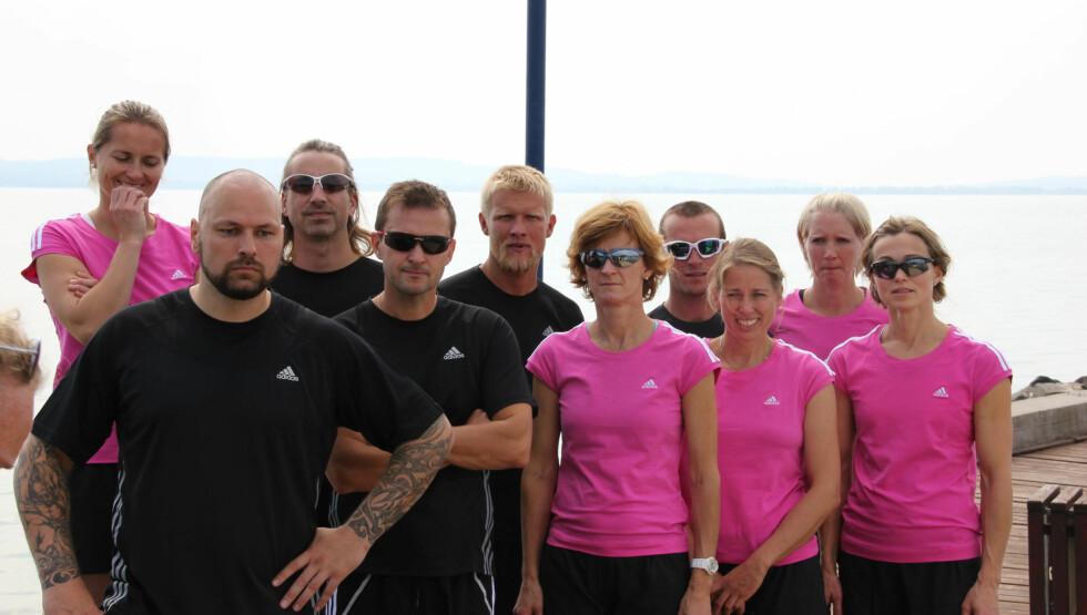 2012-GJENGEN: Av disse ti deltagerne, var det Tor-Arne Hetland (midten) som vant 2012-sesongen av Mesternes mester. Foto: NRK