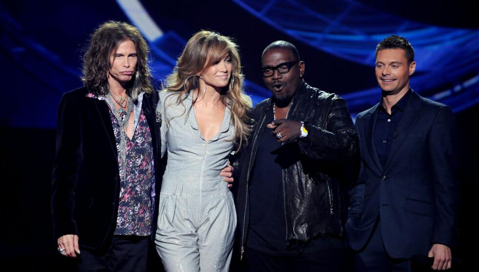 SLUTTER: Steven Tyler har vært en del av dommerpanelet til «American Idol» siden 2010. Nå trekker han seg. Fra venstre: Steven Tyler, Jennifer Lopez, Randy Jackson, Ryan Seacrest. Foto: Fame Flynet