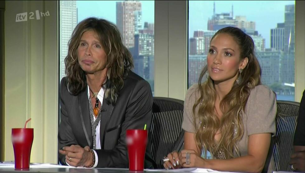 BLE DUMPET: Artistene Steven Tyler og Jennifer Lopez har vært meddommere i «American Idol» de to siste sesongene. Men stjernene har ikke klart å få opp TV-showets seertall, og nå skal begge ha blitt brutalt sparket fra dommerbordet. Begge hevder imi Foto: Stella Pictures
