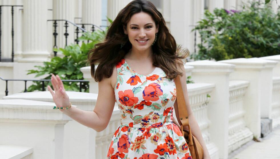 BRUKER SINE EGNE KLÆR: Kelly Brooks kjole koster kun 170 kroner. Nylig beviste Brook at dyrt ikke alltid er best da hun stolt viste seg fram i eget design. Foto: FameFlynet