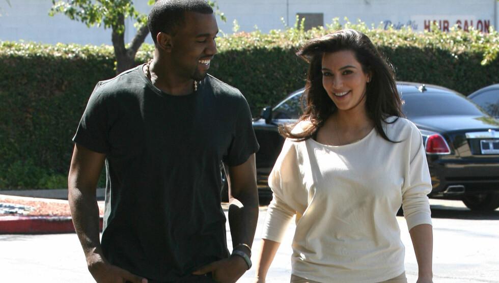 HELGEN MED KJÆRESTEN: Kim og rapperkjæresten Kanye West, besøkte en kontorbygning på lørdag sammen, før de dro ut i båten etterpå. Foto: Fame Flynet