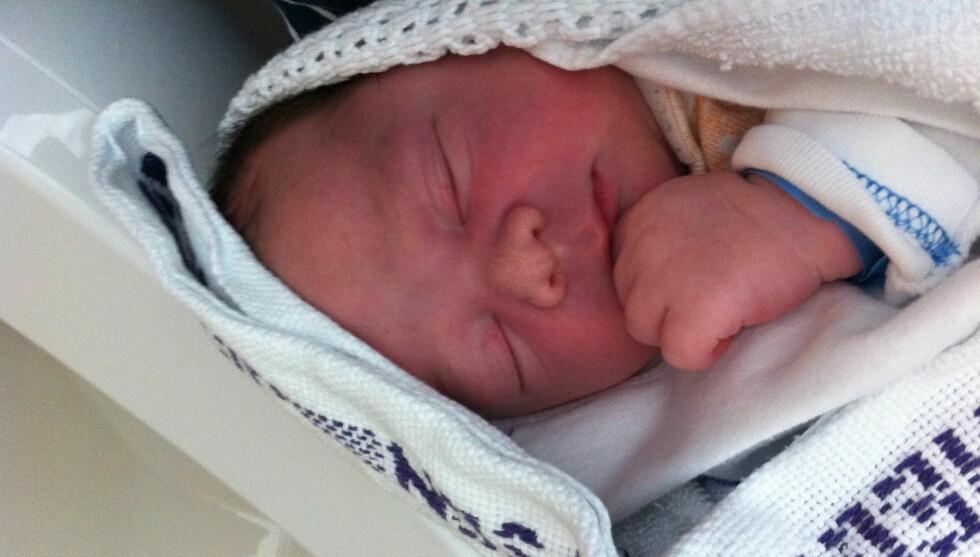 NYFØDT SØNN: Skistjernens sønn heter Julian og kom til verden mandag morgen.  Foto: Privat