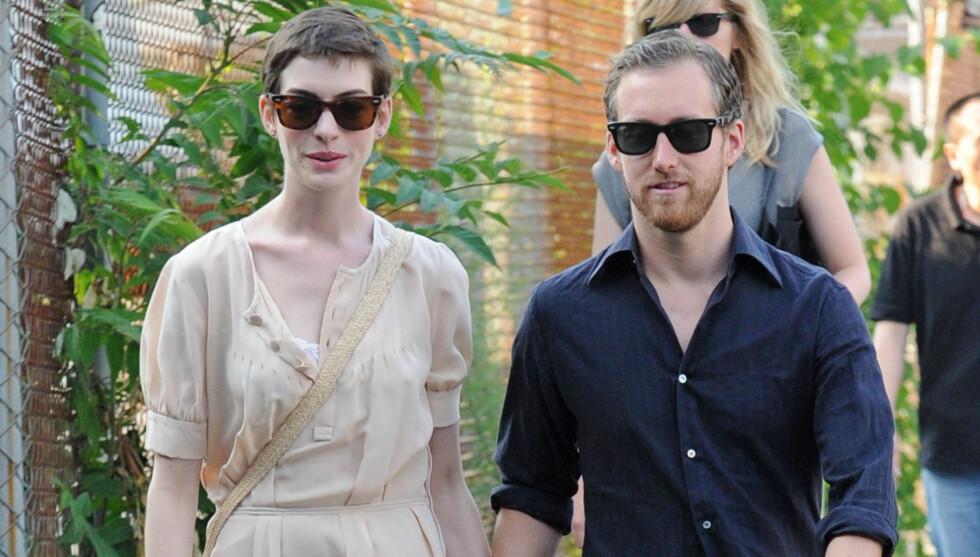 GRAVID: Ifølge amerikanske medier venter Anne Hathaway barn med forloveden Adam Shulman.  Foto: All Over Press
