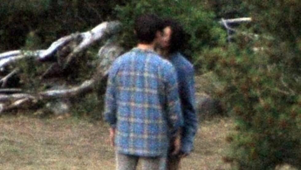 KYSSET FILMKOLLEGA: Tom Cruise kysset sin vakre medspiller Olga Kurylenko under innspillingen av science fiction-filmen «Oblivion».  Foto: All Over Press
