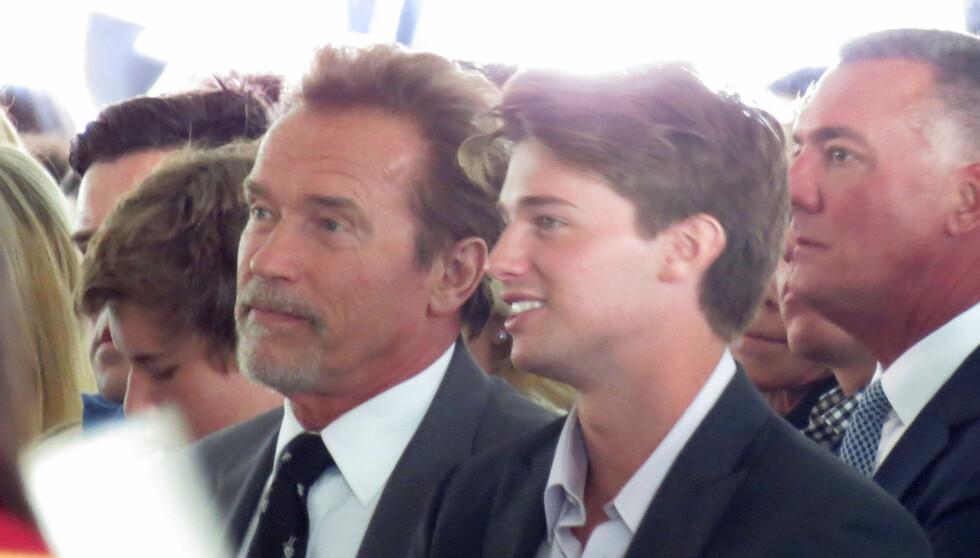 FAR OG SØNN: Her sitter skuespiller og tidligere guvernør av California, Arnold Schwarzenegger, med sin sønn Patrick.  Foto: Fame Flynet
