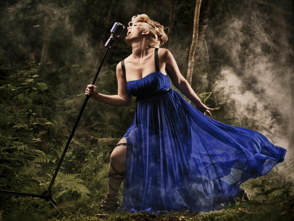 FLOTT DAME: Maria Mohn er blitt mye tryggere på seg selv som artist etter deltagelsen i «Idol» i fjor. Nå er hun glad for å få vist en tøffere, mer sexy side av seg selv, etter å ha forsvunnet litt i «søt og snill»-imaget hun hadde under TV2s s Foto: Jan Kraft, CfExposure&KraftImage