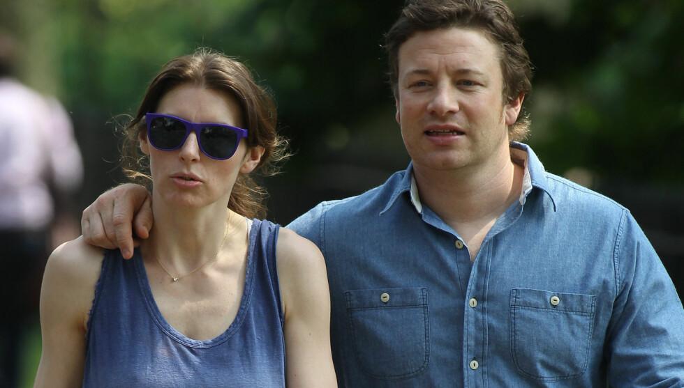 GIFT I 12 ÅR: Jamie Oliver og kona Jools har vært gift i 12 år og har fire barn sammen. Likevel er Jools fortsatt redd for utroskap. Foto: Fame Flynet