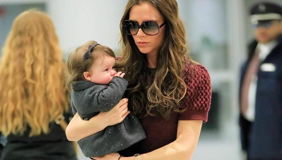 ENDELIG EN JENTE: Victoria har tre gutter med ektemannen David Beckham og ble overlykkelig da Harper ble født for et år siden.  Foto: All Over Press