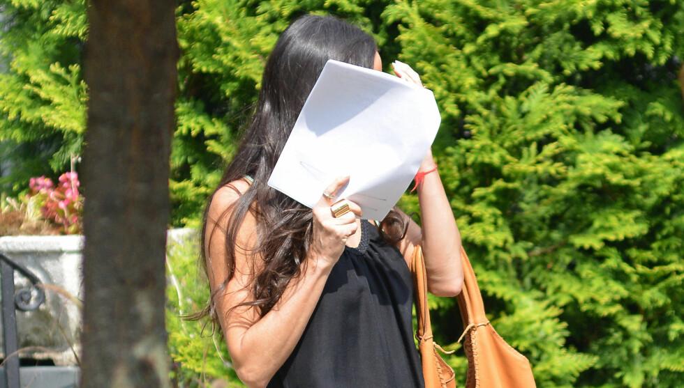 NEDBRUTT: Hollywood-stjernen Demi Moore har slitt med depresjon og rusproblemer siden ekteskapet med Ashton Kutcher brast i høst. 50-åringen, som også er blitt svært tynn, spiller for tiden inn filmen «Very Good Girls» i New York. Skuespilleren gjor Foto: All Over Press