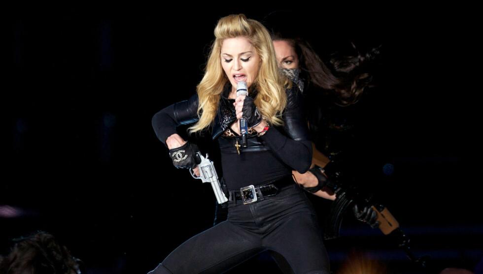 GA ALT: Madonna er kjent for å gi mye av seg selv på scenen. Her er hun i Gøteborg onsdag kveld. Foto: All Over Press