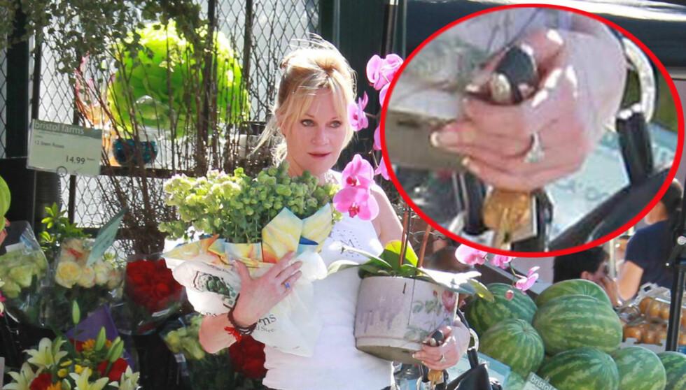 <strong>UTEN GIFTERING:</strong> Da Melanie Griffith ble fotografert i Hollywood tirsdag var det uten gifteringen som hun vanligvis går med på venstre ringfinger.  Foto: All Over Press