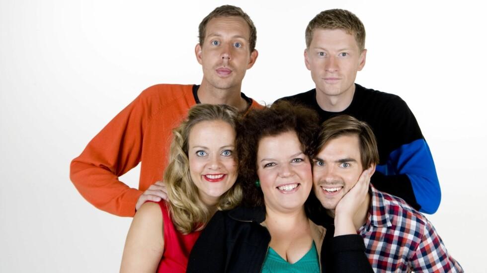 KOMISUKSESS: Henrik Thodesen og Odd-Magnus Williamson har vært med siden starten i 2009. Her sammen med Morten Ramm, Henriette Steenstrup og Else Kåss Furuseth.  Foto: TV 2