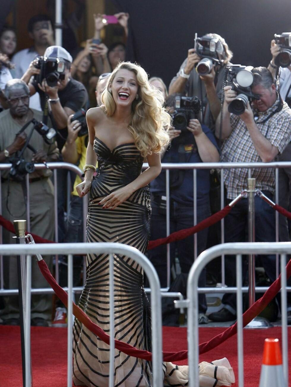 <strong>SEXY STJERNE:</strong> Vakre Blake Lively stilte alle andre i skyggen da hun ankom «Savages»-premieren i Hollywood mandag kveld.  Foto: All Over Press