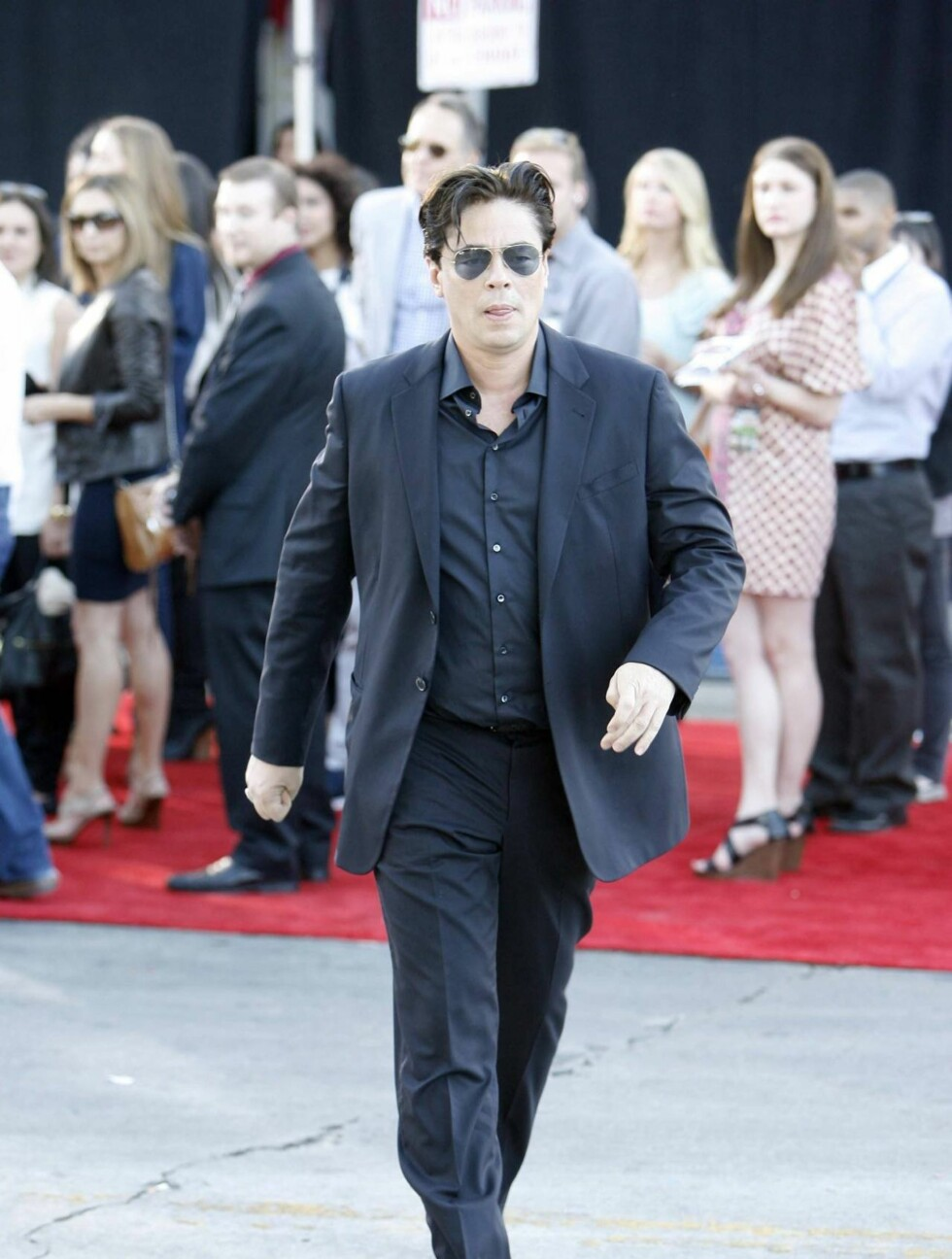 Benicio Del Toro looking sharp in a suit and sunglasses at the premiere of Savages in Westwood.  <P>  Pictured: Benicio Del Toro  <P>  <B>Ref: SPL410531  260612  </B><BR/>  Picture by: Phamous / Splash News<BR/>  </P><P>  <B>Splash News and Pictures</B><B Foto: All Over Press
