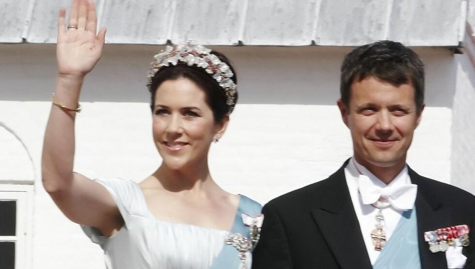 BADER I LUKSUS: Danmarks kronprinsesse Mary og kronprins Frederik har tre ganger så mange tjenere som britiske prins Harry, prins William og hertuginne Catherine til sammen. Paret henges nå ut som luksusdyr - men i det minste har de fire barn å holde s Foto: AP