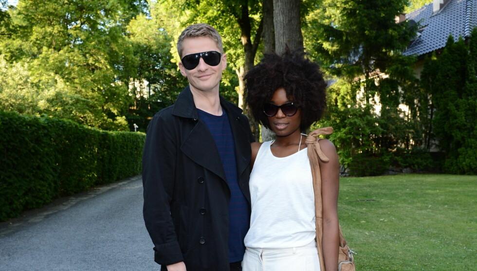 SAMBOERE: Williamson og Tina Bakasa Roll bekreftet at de har blitt samboere. Foto: FameFlynet