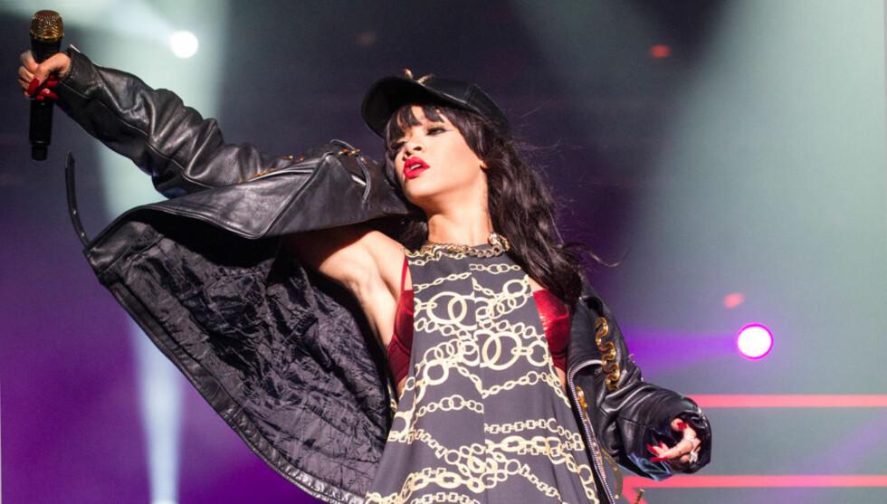 GA ALT I OSLO: Rihanna flørtet med fansen, da hun entret scenen i Holmenkollen fredag kveld. Foto: Andreas Fadum, Se og Hør