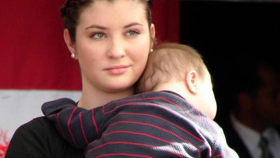 BLE MOR SOM 17-ÅRING: Bristol Palin sier hun ikke angrer på at hun beholdt sønnen Tripp da hun ble gravid i ung alder, men vil nå leve i sølibat til hun blir gift, for ikke å havne i samme situasjon igjen. Foto: All Over Press