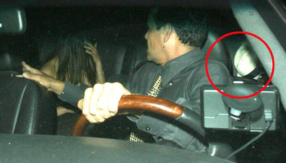 PÅ NY DATE: Både Kunis og Kutcher forsøkte å gjemme seg etter å ha vært på restaurant sammen i helgen. Kutcher gjemmer seg bak den hvite hatten. Foto: All Over Press