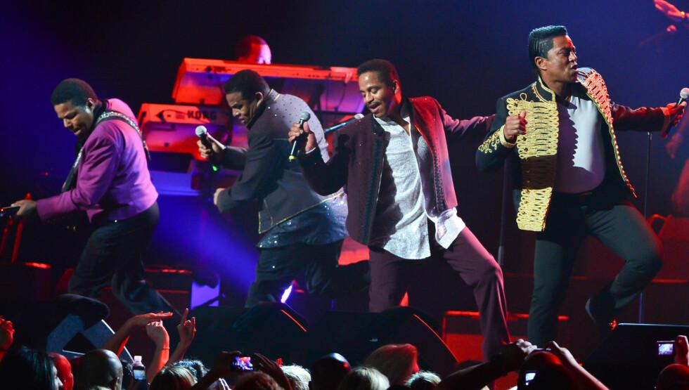 TURNEÅPNING: Her opptrer Jackson-brødrene på Casino Rama i Canada, under åpningen av Unity-turnéen Foto: All Over Press