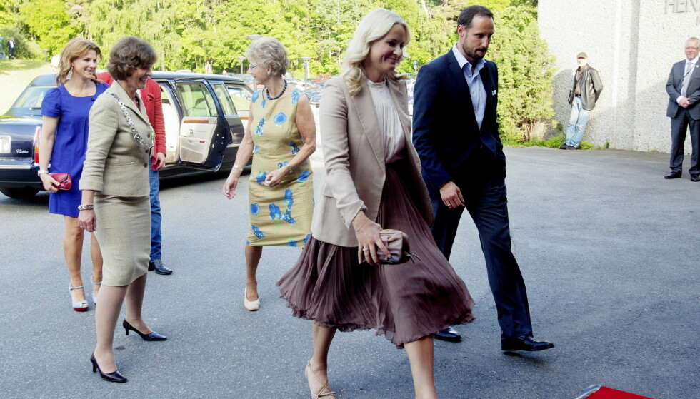 REISTE PÅ FERIE: Kronprinsesse Mette-Marit var forrige torsdag på oppdrag med kronprins Haakon, men mandag landet hun i Kashmir.  Foto: NTB scanpix