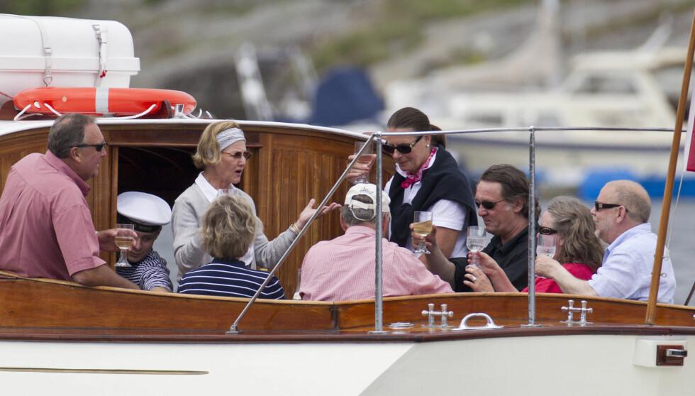 HEMMELIG FEIRING: Dronning Sonja dro på båttur da hun feiret 74-årsdag i fjor. Nå slår hun på stortrommen igjen - og inviterer kongelige fra inn- og utland. Foto: Andreas Fadum