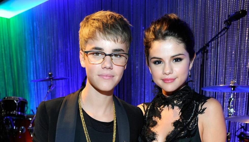 TØFT FOR FORHOLDET: Justin Bieber tok babyryktene hardt innpå seg, men heldigvis stod kjæresten Selena Gomez støtt ved hans side. Foto: All Over Press