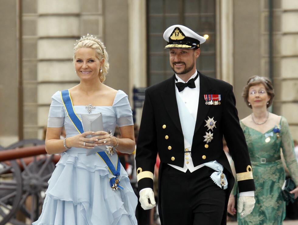 <strong>NÆRE VENNER:</strong> Kronprinsesse Mette-Marit  og kronprins Haakon var selvskrevne gjester i Vitorias drømmebryllup. Foto: NTB scanpix
