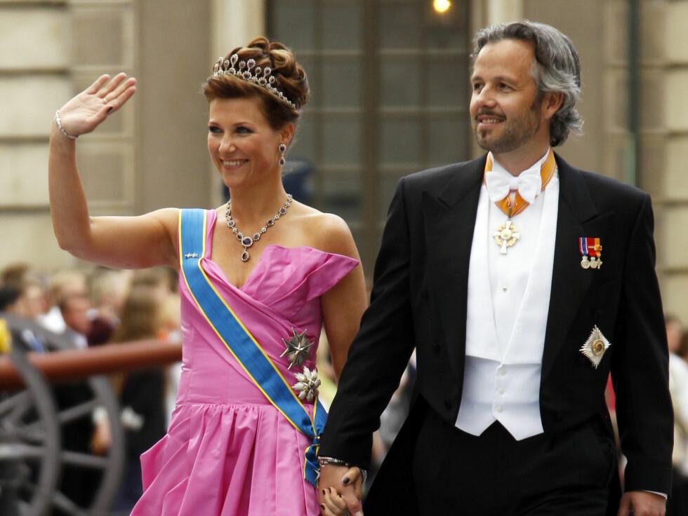 <strong>VAKKER I ROSA:</strong> Prinsesse Märtha og ektemann Ari Behn. Foto: NTB scanpix