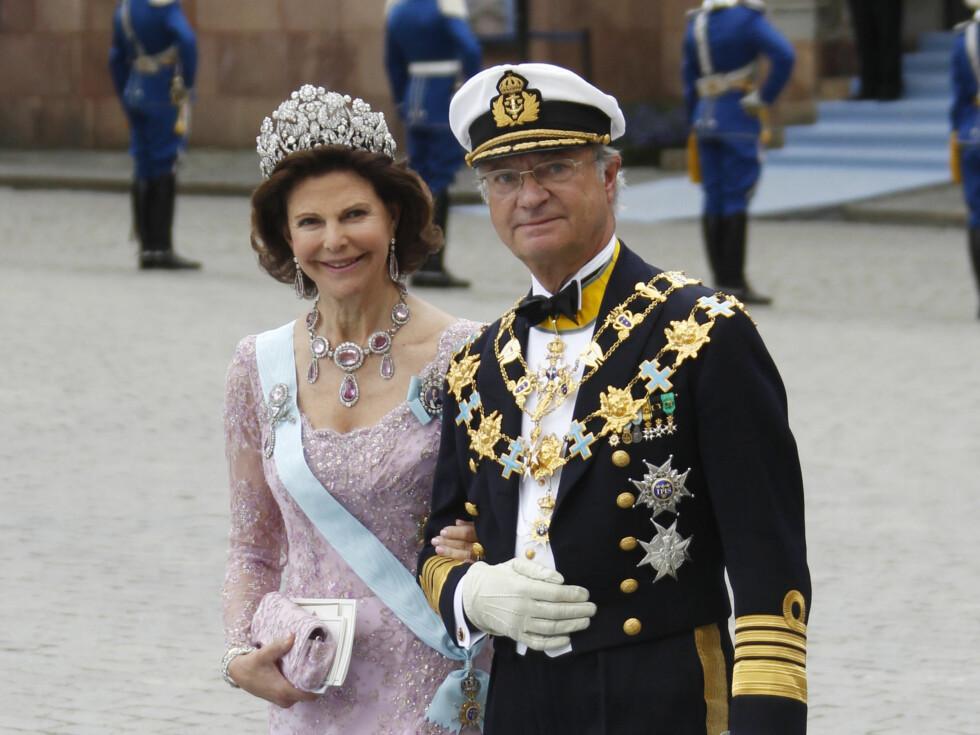 <strong>STOR DAG:</strong> Dronning Silvia og kong Carl Gustaf var naturligvis stolte da de så eldstedatteren gifte seg. Foto: NTB scanpix