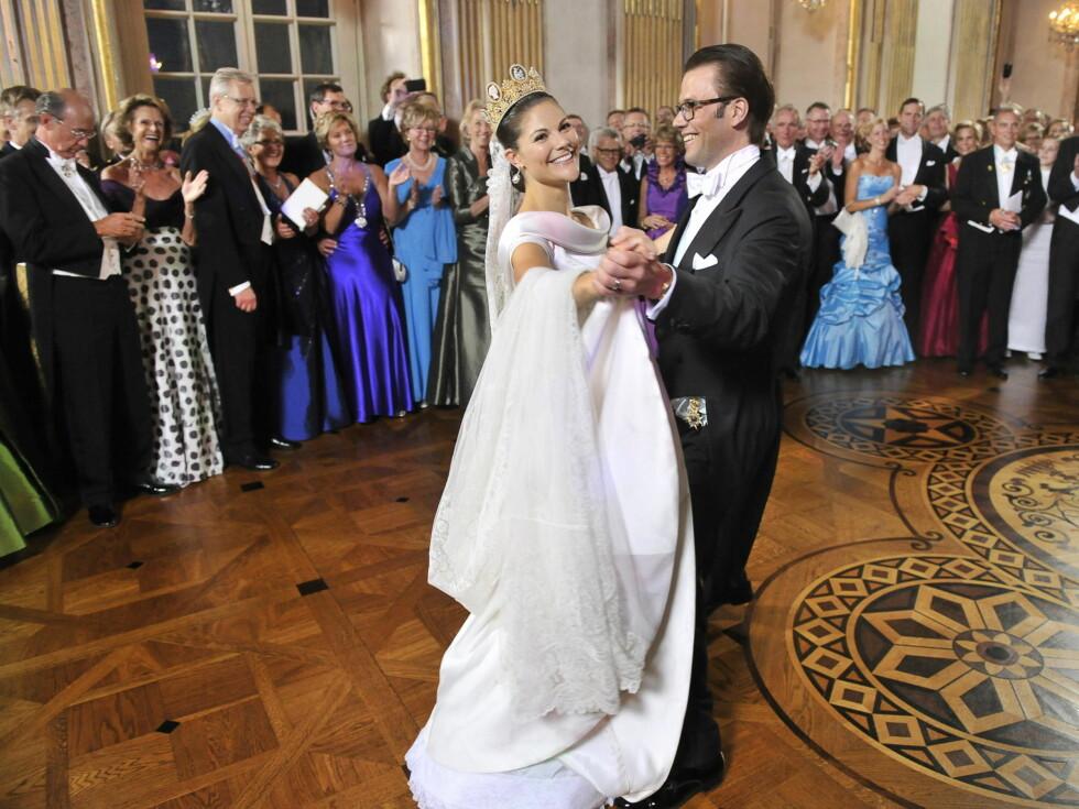 <strong>BRUDEVALS:</strong> Den første dansen som mann og kone gikk strålende. Foto: Stella Pictures
