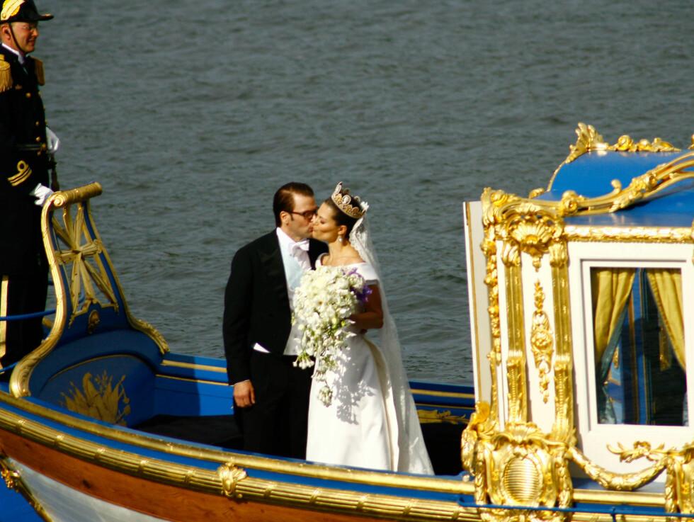 <strong>FIKK IKKE NOK:</strong> Det ble mange kyss og tid for ømhet under bryllupsdagen. Foto: Stella Pictures