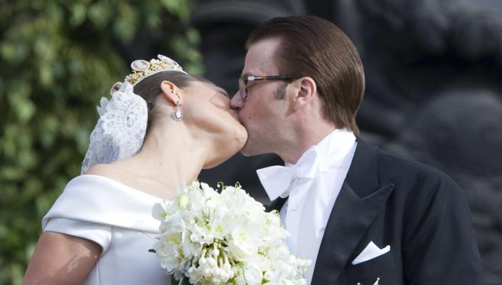 <strong>KLINTE TIL:</strong> Etter ni lange år som kjæreste fikk endelig kronprinsesse Victoria sin prins Daniel 19. juni 2010. Foto: Stella Pictures