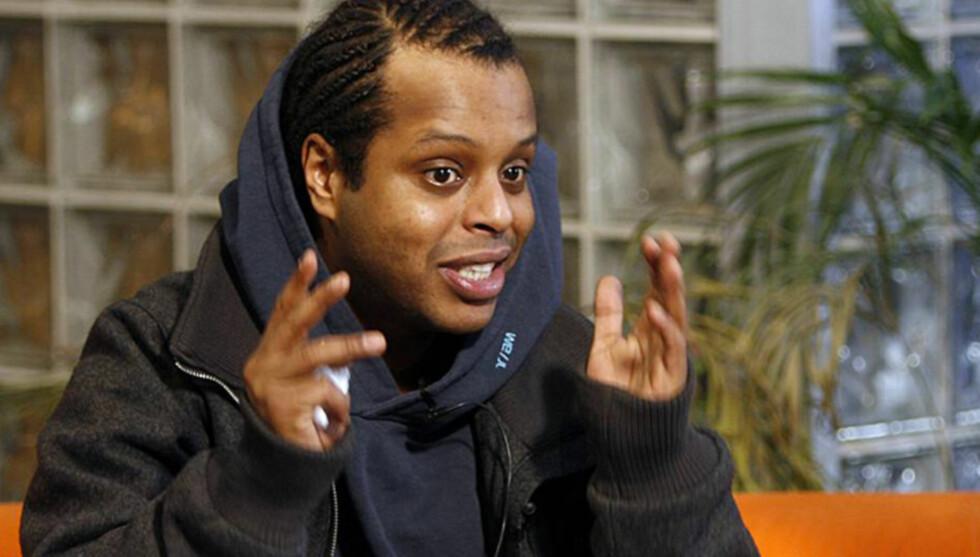 PISTOL MOT PANNA: Madcon-stjernen Yosef Wolde-Mariam opplevde et dramatisk pistoldrama første gang han ferierte i Sør-Afrika sammen med hip hop-makkeren Tshawe Baqwa, som har sør-afrikanske foreldre. 33-åringen omtaler episoden som sitt livs mest dram Foto: Per Ervland