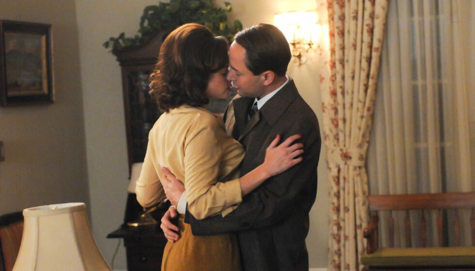 FORELSKET SEG PÅ SETTET: De hete følelsene mellom rollefigurene til Alexis Bledel og Vincent Kartheisers rollefigurer i «Mad Men» førte ifølge Usmagazine.com til at skuespillerne forelsket seg i virkeligheten også. Foto: TVNorge